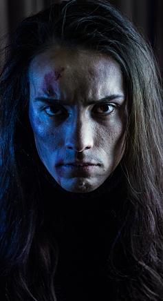 Daniel interpretando a Uriel.